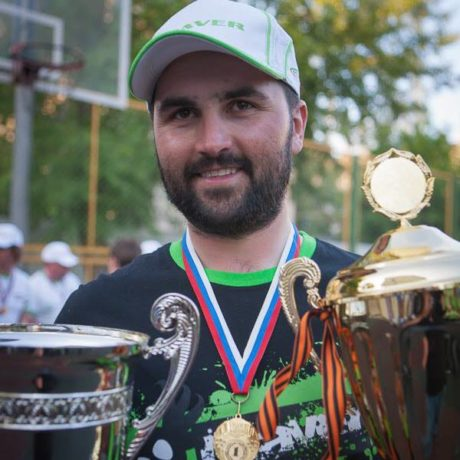 Олег Квициния